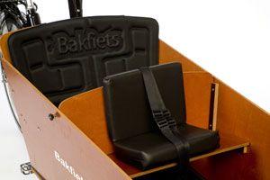 Le banc est équipement d'une ceinture de sécurité
